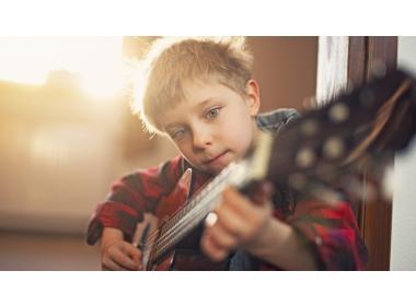 Por trece razones: Aprender a tocar un instrumento.